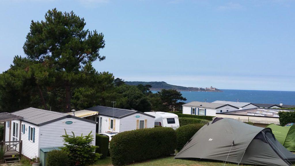 Emplacement de camping vue mer bretagne