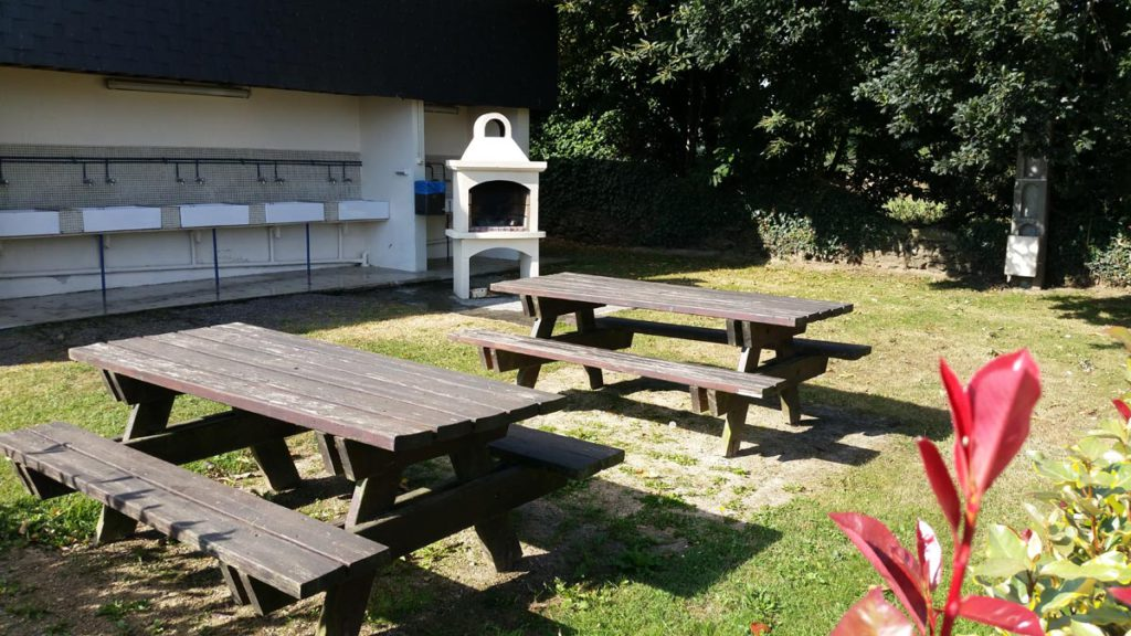 Tables et barbecue