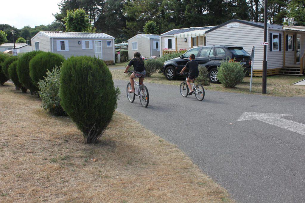 Camping les allées à vélo